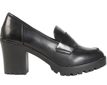Deadstock 90s Penny Loafers ~  Chunky Heel Black