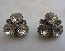 Vintage Weiss Clip On Wedding Earrings, Bridal Earrings, Formal Wear, Antique Earrings, Dentelle Cut Rhinestones