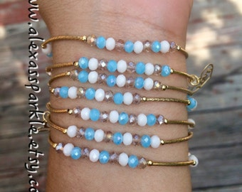 Clear Skies beaded set of bracelets with gold plated charms - Semanario color cielo despejado con dijes de chapa de oro