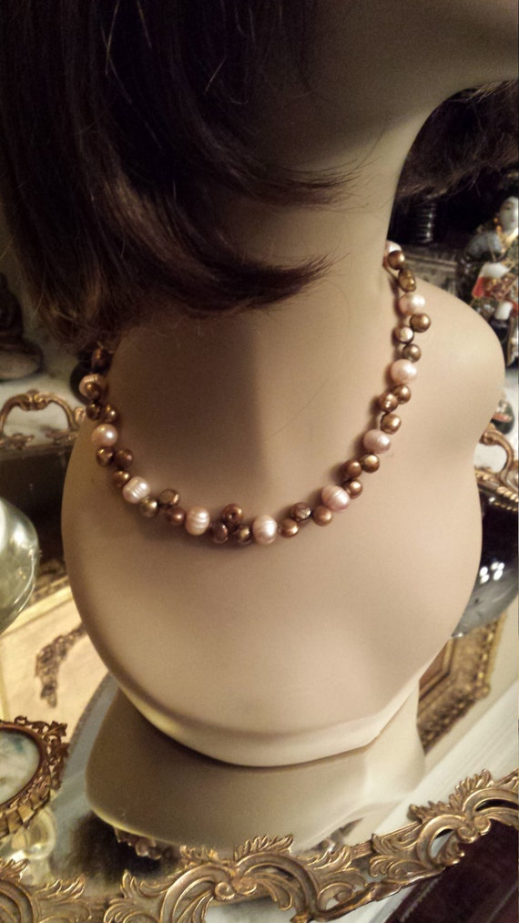 One strand two toned freshwater pearl necklace