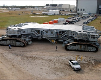 24x36 Poster . Space Shuttle Crawler-Transporter No.2 (Franz)