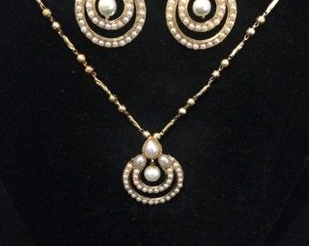 Elegant pearl set