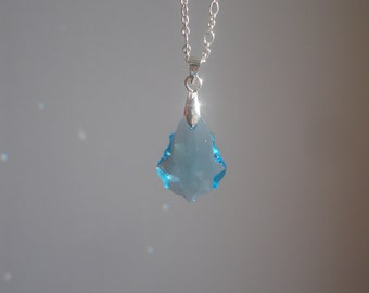 Chain in 925 Silver with clear crystal blue swarovski baroque pendant.