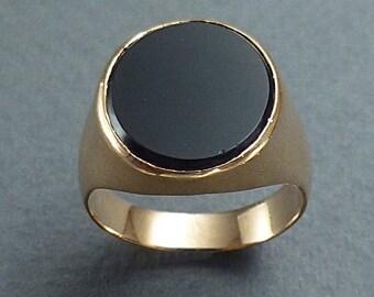 14 K onyx signet ring  size 6.5