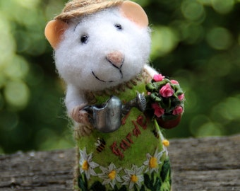 needle felted gardener mouse, grower, mouse with flowers and watering can, summer mouse, farmer mouse, felt mouseeco toy, felt mice