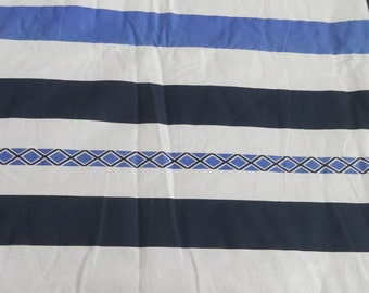 Baby Doona Blue Geometric Sheeting with Blue sheeting backing.