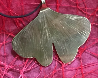 Necklace with large leaf of gingko
