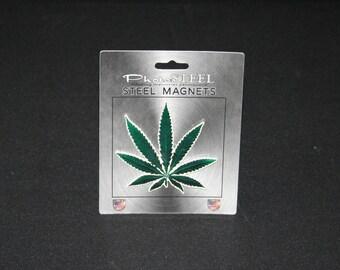 Magnet Pot Leaf