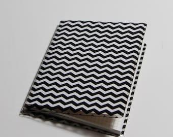 Mini notebook with cover / black zigzag Chevon
