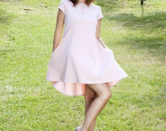Trapezoid dress with longer back in powder pink