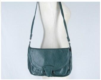 Vintage 70s bag, green leather bag, 1970s shoulder bag, medium leather bag