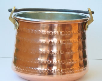 Container/hammered copper pot with iron handle