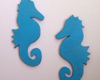 Set of 2 Wooden Seahorses, seahorse plaque, rustic wooden beach decor, seahorse sign, coastal
