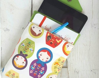 Custody mini iPad or kindle in vegan leather and fabric laminated with nesting dolls