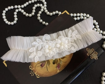 wedding garter, ivory tulle bridal garter, ivory beaded lace, pearl