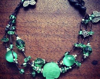 Handknotted luxurious glass/crystalbeaded bracelet.
