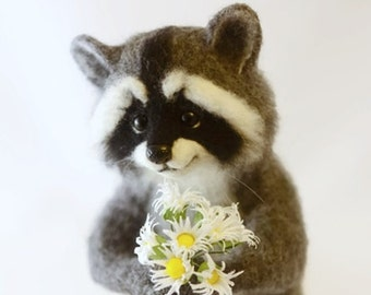 Needle felted raccoon Needle felted animal Cute raccoon miniature sculpture Christmas raccoon Animals raccoon Wool sculpture Raccoon doll