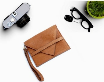 Leather billfold. Italian Handcrafted Wallet Beige slight for her and him slim enough to fit it your back pocket. Gift  for everyone.  Ganza