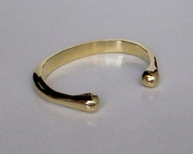 A Solid Brass Cuff Bracelet / Natural Brass Polish Plain Cuff Bracelet / Adjustable Cuff Bracelet / Hand made Cuff Bracelet.