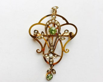 Art Deco Edwardian Gold Brooch/Pendant with Seed Pearls and Peridot.