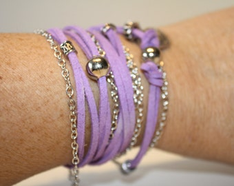 Purple bracelet in Sweden with chain and charm strap