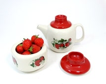 Strawberry Sugar bowl and Creamer - Polish pottery - Sugar bowl and creamer - Chodziez pottery - Made in Poland - Strawberry decor