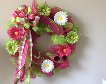 Mesh wreath with pink and green mesh, daisies, flip fops, sunglasses and a bow