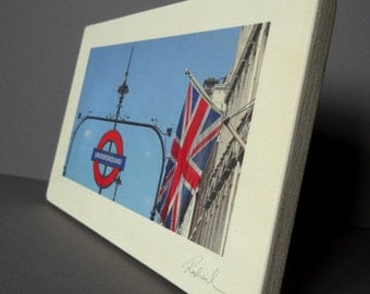 Wood/Art/Wood Wall Art/London/London print/London Underground/Tube/Flag/English/White/Table decoration/Wood grain/Forged iron/Wall art