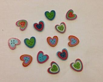 Set di 10 bottoni di legno a forma di cuori con colori assortiti