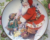 Vintage Christmas Plate/Santa Claus/ 'Exchanging Christmas Love' by Giordano/Franklin Mint Heirloom Collection/Limited Edition