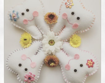 Felt tooth fairy pillows with daisy feature and pocket on back