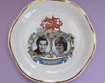 Vintage collectible decorative plate Diana and Charles wedding, 1981, England