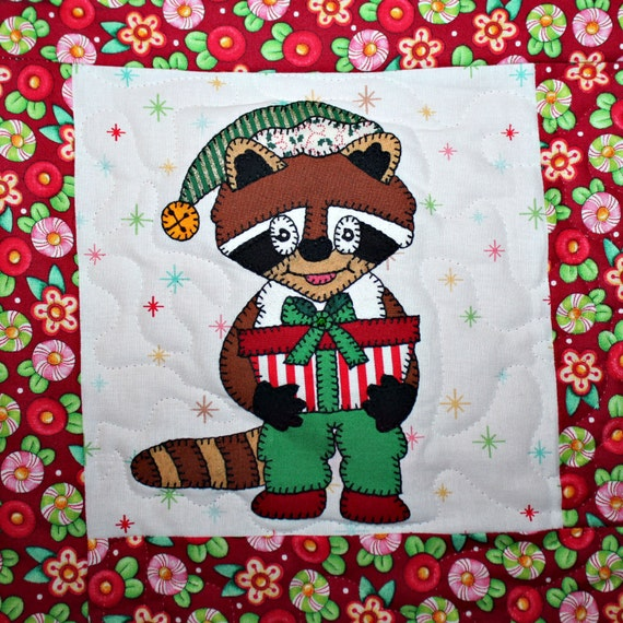 Quilt Block Patterns Christmas : Raccoon with gift PDF applique Christmas quilt block pattern