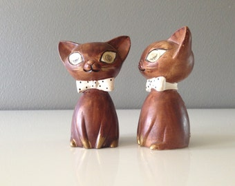 Winking Siamese Cat Salt and Pepper Shakers, Japan