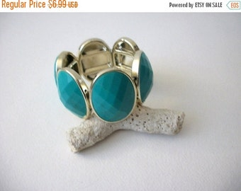 ON SALE Vintage Chunky Gold Tone Turquoise Blue Etched Plastic Beads Bracelet 72116