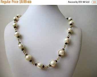 ON SALE Vintage Elegant Gold Tone Faux Pearl Necklace 1200