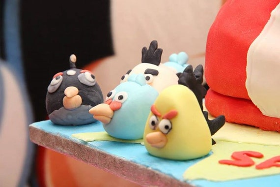 pigs and bireds Cake toppers. cake decorations fondant and