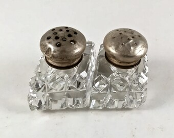 Crystal Salt and Pepper Shakers, Vintage Glass 1930s Cellars, Personal Salt & Pepper Shakers, Vintage Kitchen Decor, Small Size