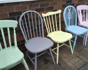 5 Mix and Match Painted Kitchen Chairs // Mismatch Painted Wooden Dining Chairs // Mismatch Kitchen Chairs // Mismatch Painted Chairs