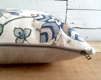 """Set of cushion cover and cushion of feathers """"Floral blue & white on beige reverse"""" linen, Format: 22"""