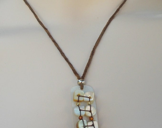 Vintage 70s Boho Hippie Chic Brown Leather White Mother Of Pearl Bead Drop Dangle Pendant Choker Necklace