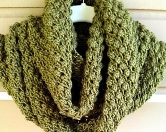 Mossy loop scarf