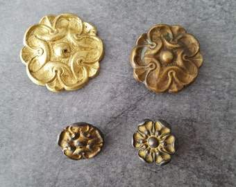 4 cache bronze nails and repoussé brass rosettes flowers - 12293