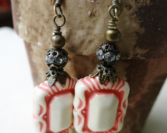 Retro Kitsch Pink and White 50's Style Earrings - ERU141