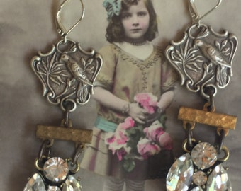 Hello birdie - unique vintage assemblage earrings