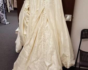 Sample Sale- Allure Wedding dress size 8