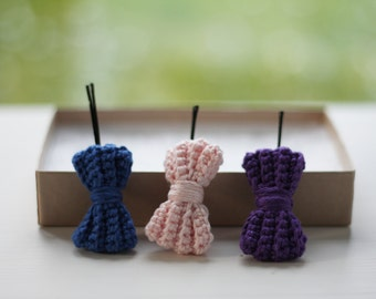 Little crochet bow tie hair bobby pin for women and girls, handmade, several colors, like knitted bow tie