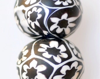 Vintage Venetian Millefiori Beads - Handmade Beads - Black & White - 18mm or 10mm  - Qty 1