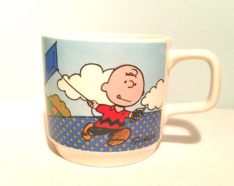 Peanuts Charlie Brown Snoopy Lucy van Pelt Small Ceramic Mug Johnson Bros Made in England 1965
