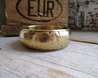 VINTAGE Hammered wide brass bangle bracelet